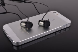 SoundMAGIC E10S with phone